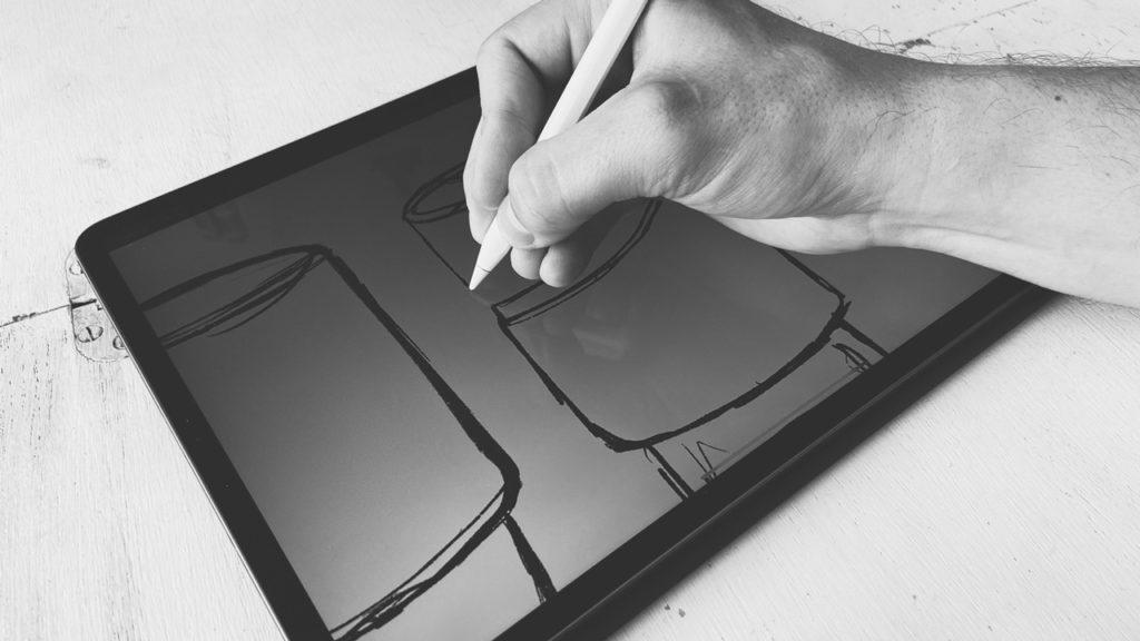 produktdesign - Konzept-Skizze wird auf einem iPad Pro gezeichnet. Zeigt Phase im Designprozess.
